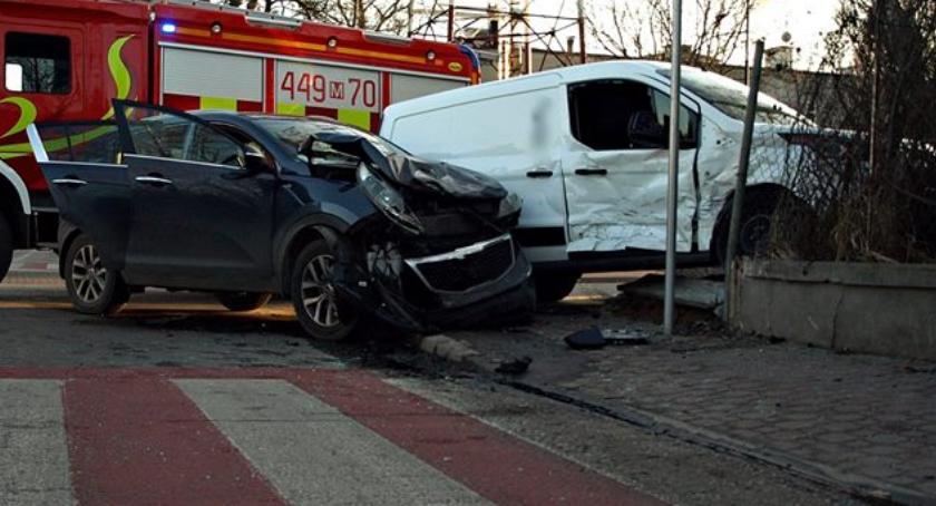 Wypadki, Pięć osób rannych dwoje dzieci [ZDJĘCIA] - zdjęcie, fotografia