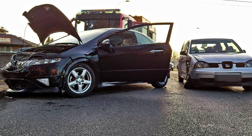 Wypadki, Zderzenie dwóch samochodów Jedna osoba ranna - zdjęcie, fotografia
