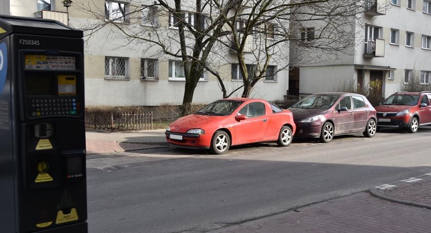 Ulice – place , rozszerzyć strefę płatnego parkowania - zdjęcie, fotografia