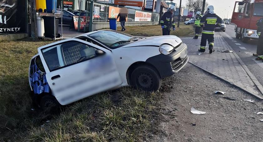 Wypadki, Seicento staranowane przez ciężarówkę [ZDJĘCIA] - zdjęcie, fotografia