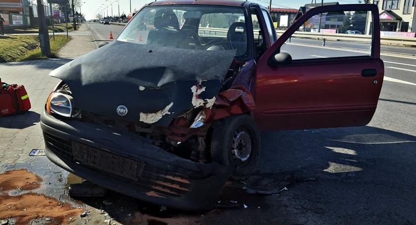 Wypadki, Zderzenie osobówką [ZDJĘCIA] - zdjęcie, fotografia