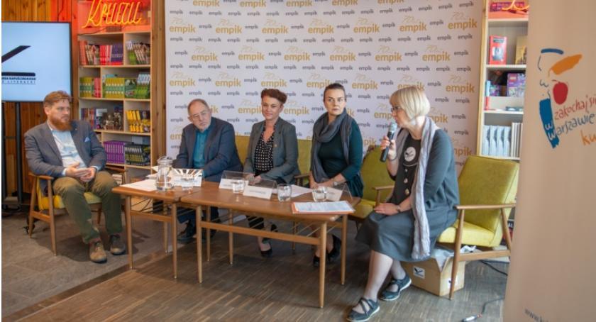 Publikacje - książki - felietony, listę tytułów nominowanych Nagrody Kapuścińskiego roku! - zdjęcie, fotografia