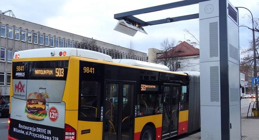 Transport publiczny - komunikacja, Pantografowy punkt ładowania autobusów czyli - zdjęcie, fotografia