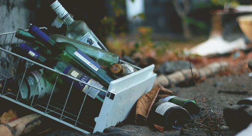 Bezpieczeństwo, Stłuczone lustro wyrzucony telewizor nocna rozróba Szegedyńskiej - zdjęcie, fotografia