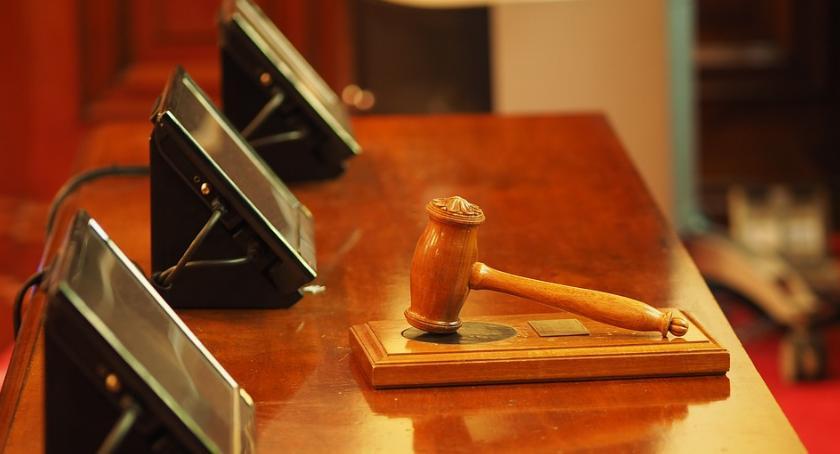 Prawo, Proces byłej posłanki został przełożony - zdjęcie, fotografia