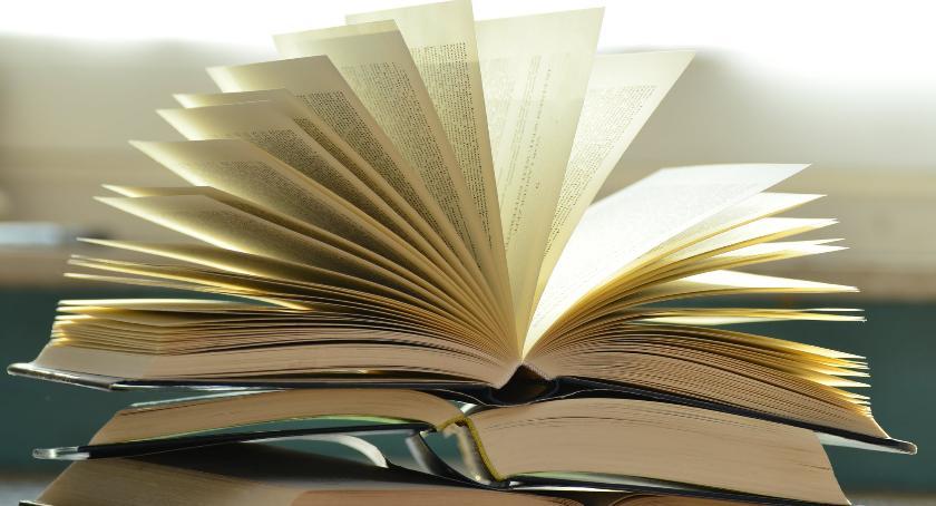 Handel i usługi, Dlaczego warto czytać książki językach obcych - zdjęcie, fotografia