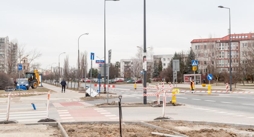 Ulice – place , Niebezpieczne skrzyżowanie Stryjeńskich Bażantarni końcu nową sygnalizacją! - zdjęcie, fotografia