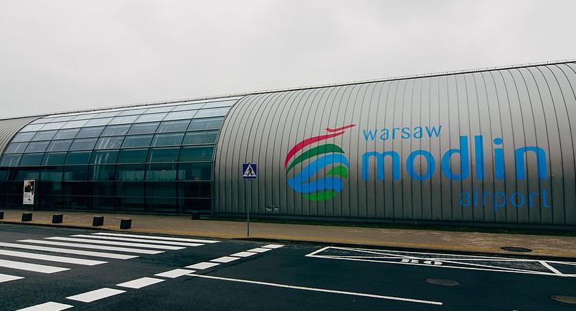 Lotniska, dalej Modlinem decyzja - zdjęcie, fotografia