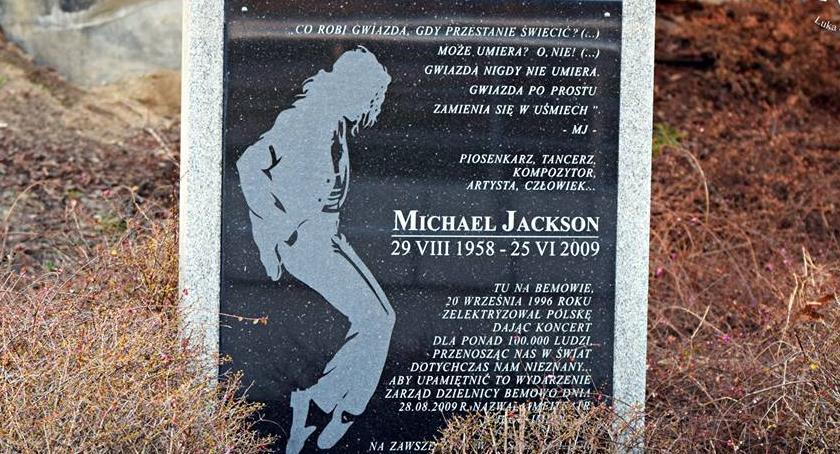 NEWS, Bemowo Jackson będzie patronem amfiteatru Zdjęło tabliczkę imieniem - zdjęcie, fotografia