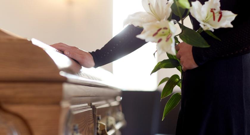 Koszty pogrzebu w Warszawie