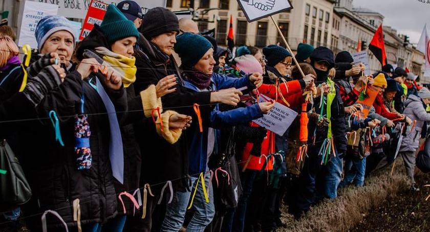 Protesty i manifestacje, Dość rasizmu faszyzmu! Marsz ulicach Warszawy [ZDJĘCIA] - zdjęcie, fotografia
