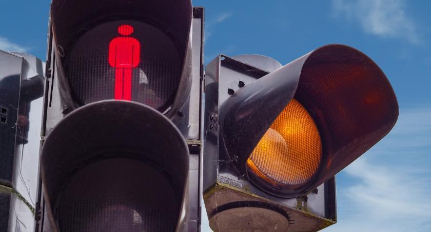 Ulice – place , Ruszyła budowa sygnalizacji niebezpiecznym skrzyżowaniu - zdjęcie, fotografia
