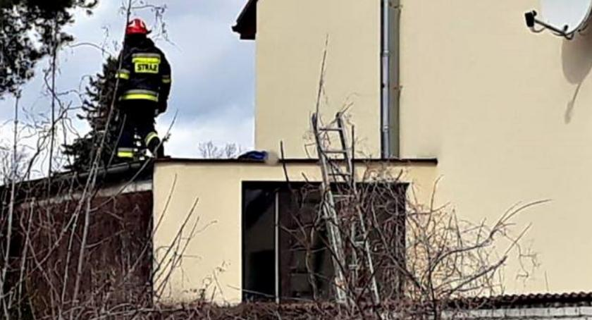 Wypadki, żyje mężczyzna który spadł dachu Tragedia Legionowie - zdjęcie, fotografia