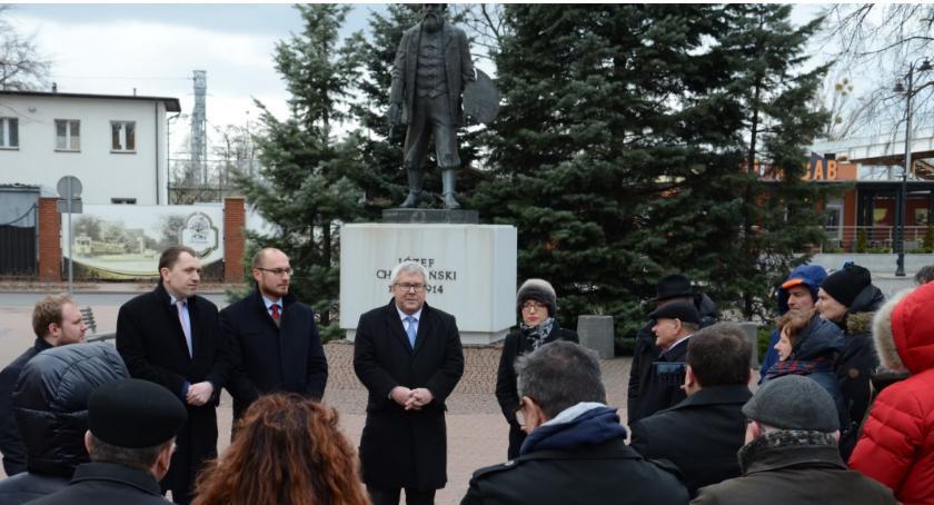 Polityka, Komitety ruszają zbiórką podpisów Czarnecki inauguruje zbiórkę Grodzisku - zdjęcie, fotografia