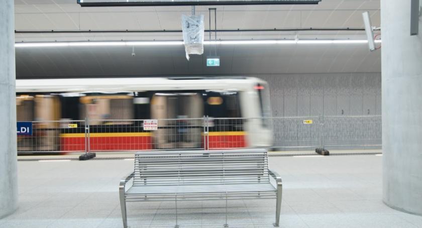 Metro, Pociągi metrze Targówku chodzi - zdjęcie, fotografia