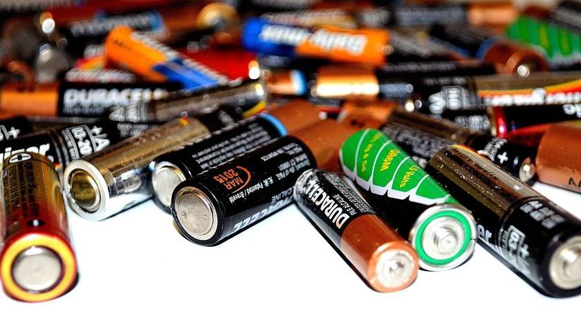 Kradzieże i Rozboje, Łomianki ukradł ponad sztuk baterii - zdjęcie, fotografia