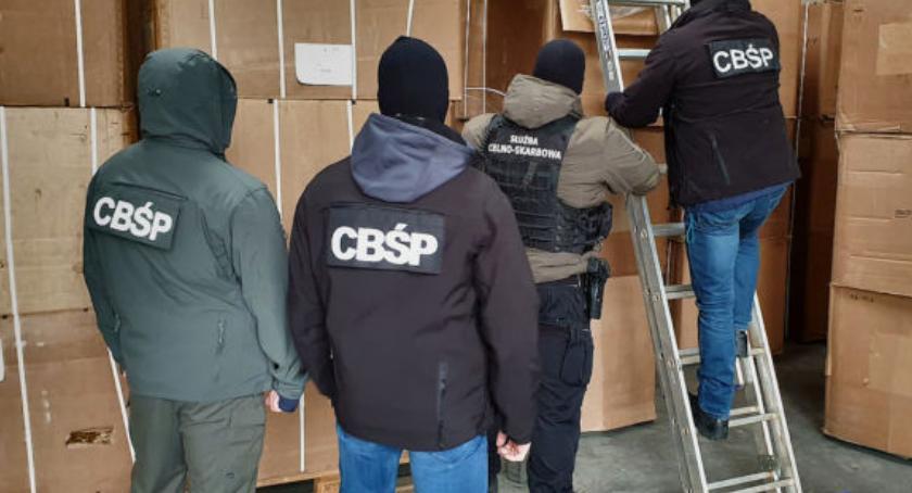 Bezpieczeństwo, Sześć tirów przewoziło zabezpieczony towar - zdjęcie, fotografia