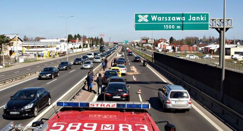 Wypadki, Dobra pogoda prosty odcinek trasy Zderzenie samochodów [ZDJĘCIA] - zdjęcie, fotografia