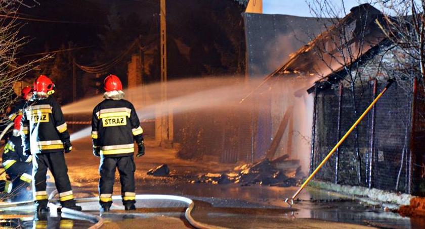 Pożary, Pożar budynku gospodarczego [ZDJĘCIA] - zdjęcie, fotografia