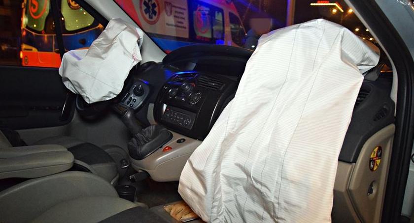 Wypadki, Nocna kolizja dwóch samochodów [ZDJĘCIA] - zdjęcie, fotografia