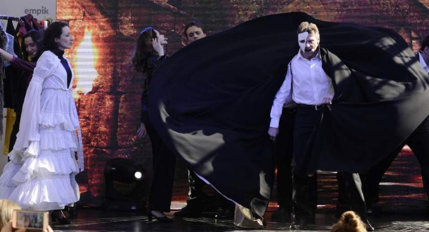 Teatry - spektakle - premiery , Teatru Muzycznego Promocja książki Warto marzyć Arkadia - zdjęcie, fotografia
