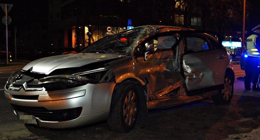 Wypadki, Kierowca UberEats wjechał wprost tramwaj [ZDJĘCIA] - zdjęcie, fotografia