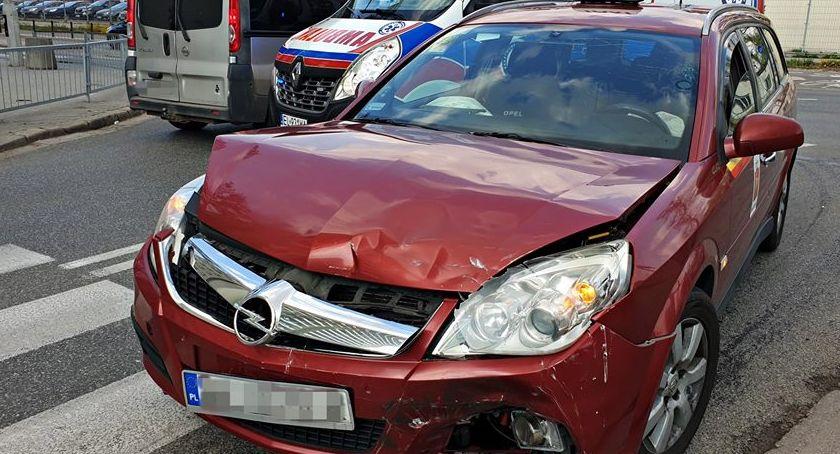Wypadki, Zderzenie taksówki Uberem Jedna osoba ranna [ZDJĘCIA] - zdjęcie, fotografia