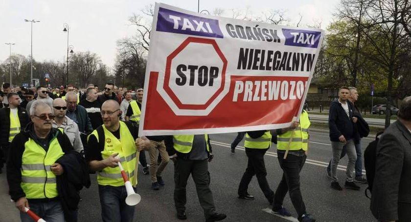 Protesty i manifestacje, Protest taksówkarzy wstrzymany godziny - zdjęcie, fotografia