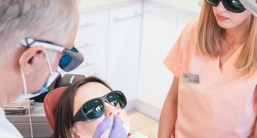 Polityka, gabinet stomatologiczny Uśmiech Zdrowia - zdjęcie, fotografia