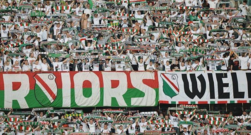 Legia Warszawa, Legia wygrywa Pogonią zrównuje punktami liderem - zdjęcie, fotografia