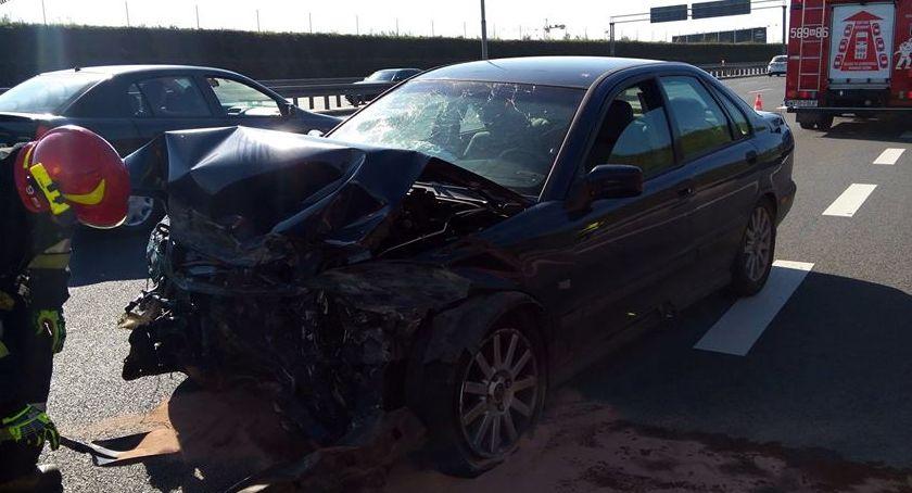 Wypadki, Jechała szybko Uderzyła barierki [ZDJĘCIA] - zdjęcie, fotografia