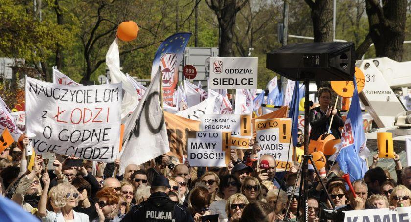 Protesty i manifestacje, Strajk przed Ministerstwem Edukacji Narodowej! - zdjęcie, fotografia