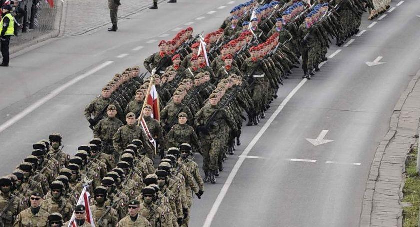 Historia Warszawy, majowa defilada wojskowa [ZDJĘCIA] - zdjęcie, fotografia