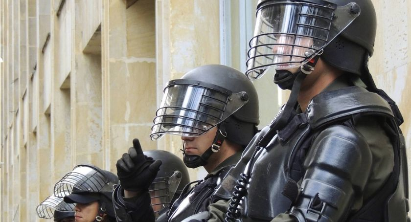 Bezpieczeństwo, Alarmy bombowe szkołach starcie egzaminów maturalnych - zdjęcie, fotografia