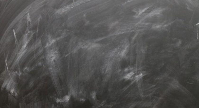 Zabójstwa, Dziecko dźgnięte nożem warszawskiej szkole - zdjęcie, fotografia