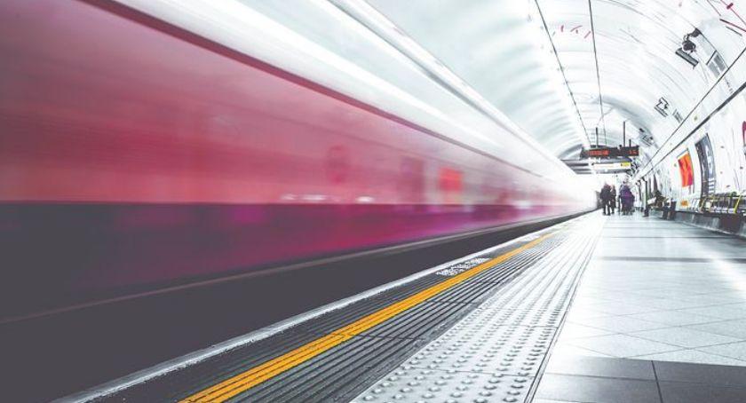 Transport publiczny - komunikacja, Metro wydłużyło stacje - zdjęcie, fotografia