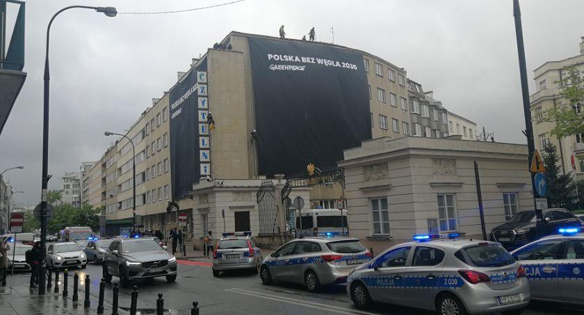 Protesty i manifestacje, Protest Greenpeace przed siedzibami Polska węgla - zdjęcie, fotografia