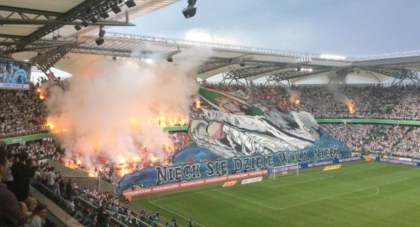 Legia Warszawa, Legia wykorzystała potknięcia Piasta przegrała Jagiellonią - zdjęcie, fotografia