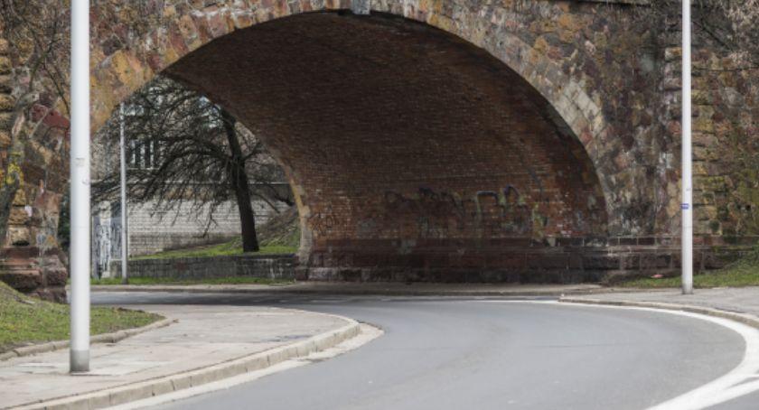 Remonty, Będzie remont ceglanego zjazdu mostu Poniatowskiego - zdjęcie, fotografia