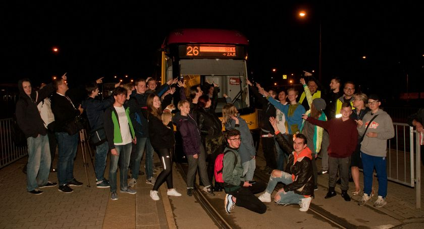 Transport publiczny - komunikacja, Warszawiacy pożegnali jedną pętli tramwajowych - zdjęcie, fotografia