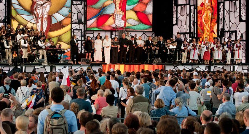 Koncerty - muzyka - płyty , Wsłuchiwać papieża [ZDJĘCIA] - zdjęcie, fotografia