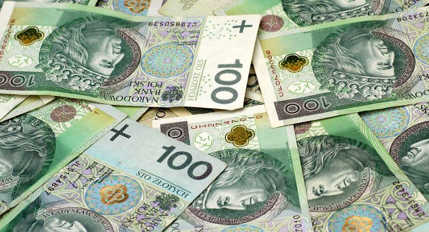 Polityka, PILNE! Płaca minimalna górę - zdjęcie, fotografia