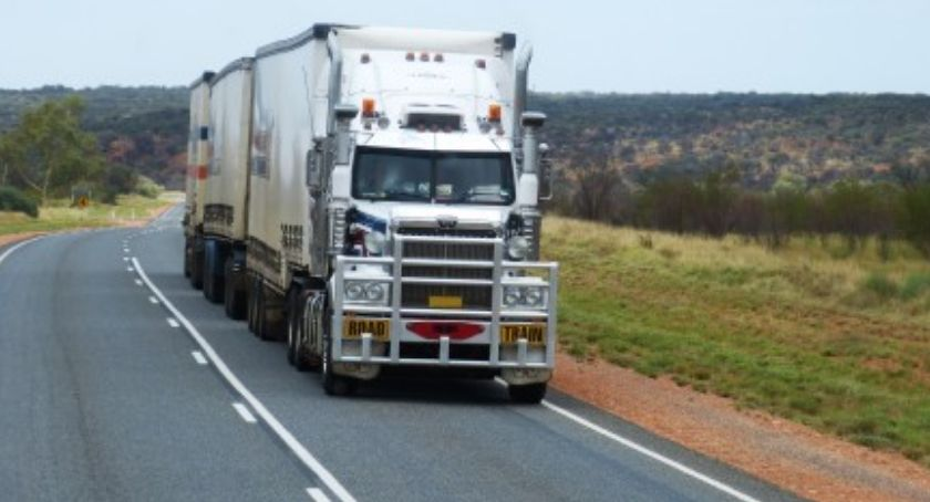 Wypadki, Ciężarówka staranowała samochody - zdjęcie, fotografia