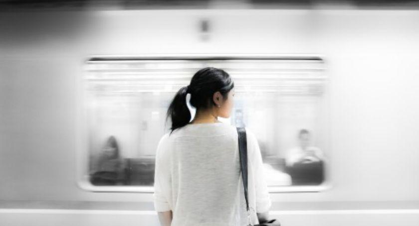 Transport publiczny - komunikacja, Cztery stacje metra były zamknięte - zdjęcie, fotografia