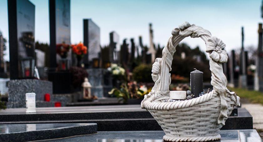 Cmentarze, Rekordowa liczba zmarłych - zdjęcie, fotografia