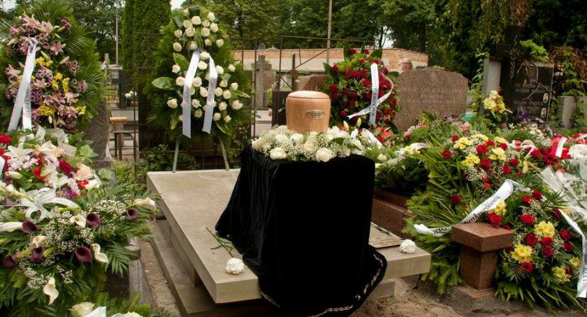 Wspomnienie, Pożegnaliśmy Macieja Jankowskiego Spoczął grobie rodzinnym Powązkach - zdjęcie, fotografia