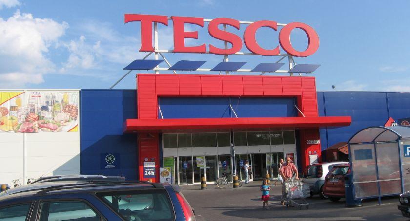Handel i usługi, wyprzedaże zwiastują zamknięcie Tesco - zdjęcie, fotografia