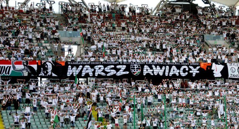 Legia Warszawa, Kibice Legii pamiętali Powstańcach meczu Śląskiem Wrocław - zdjęcie, fotografia