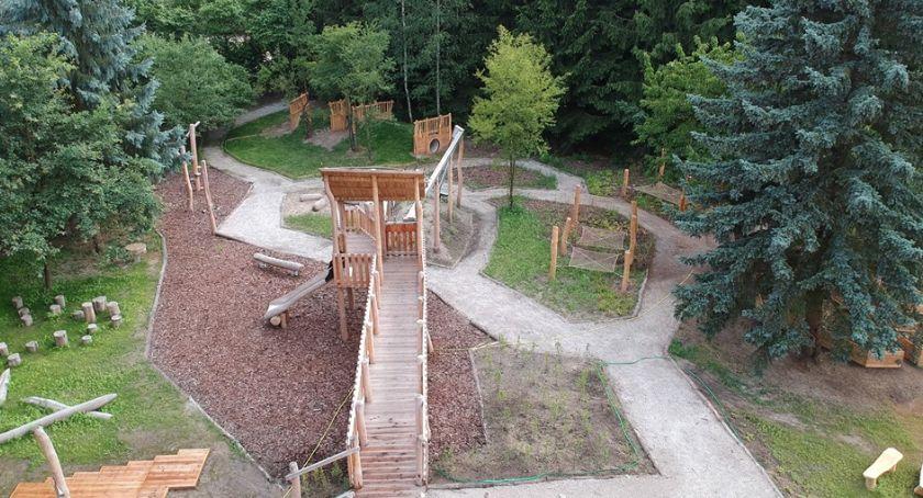 Dzieci i młodzież, Leśny zabaw otwarty - zdjęcie, fotografia