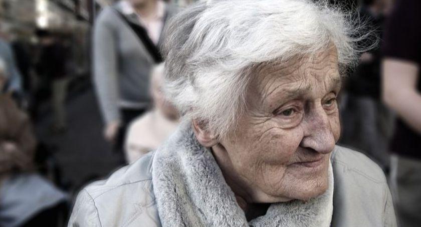Protesty i manifestacje, Polskie Babcie podbijają serca - zdjęcie, fotografia